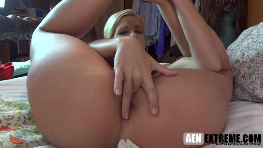 MILF Jolene back from yoga horny as hell and ready to fuck | Jolene Angel